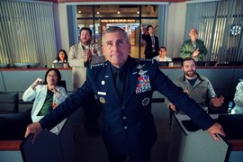 Steve Carell, actor, en la serie Space Force de Netflix. / Twitter @NetflixES