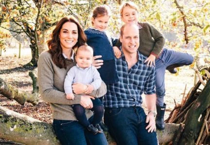 Príncipe Guillermo y Kate Middleton, duques de Cambridge; junto a sus hijos los príncipes George, Charlotte y Louis. Instagram.