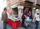 Venta de libros de humor en la calle Mayor de Alcalá de Henares