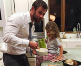 Chris Hemsworth, actor; es padre de India Rose y los mellizos Tristan y Sasha; junto a Elsa Pataky. / Instagram.