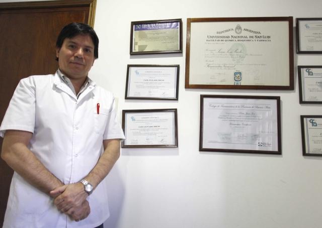 Juan José Prieto, farmacéutico.