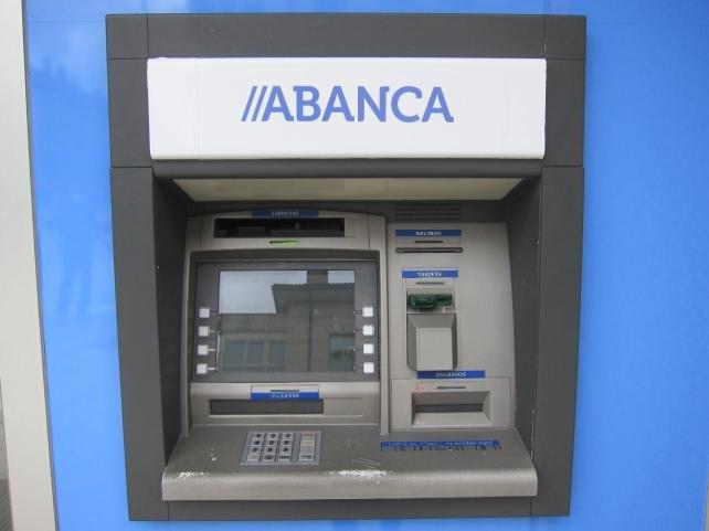 Los clientes de abanca podr n retirar dinero gratis en la for Ingresar dinero cajero abanca