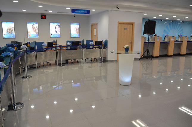 Internet y otros factores conducen a la banca a reducir su for Oficinas banco popular malaga