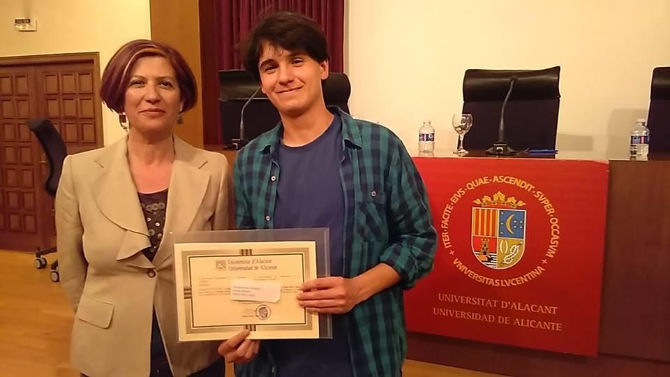 La profesora de Filosofía Ana Mas con el alumno Jorge Ruiz. / Luis Calero