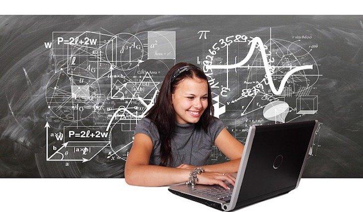Tecnología en el aula. / Pixabay