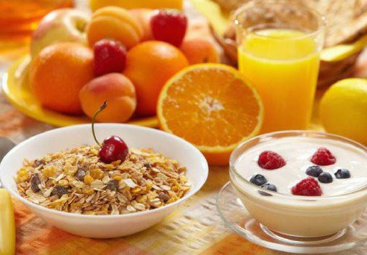 Alimentos para el desayuno./ Mejorcnonsalud.com.