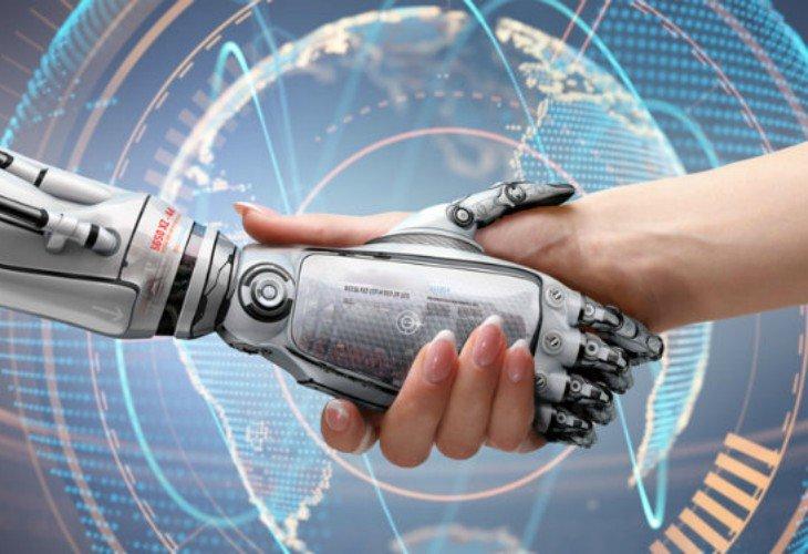 Mano de robot y mano de humano. / ConceptoDefinicion.de