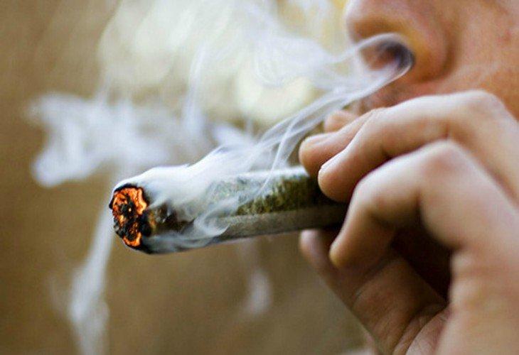Resultado de imagen para fumar marihuana
