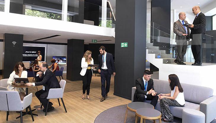 Renovarse o morir oficinas bancarias que no parecen for Oficinas caixa barcelona