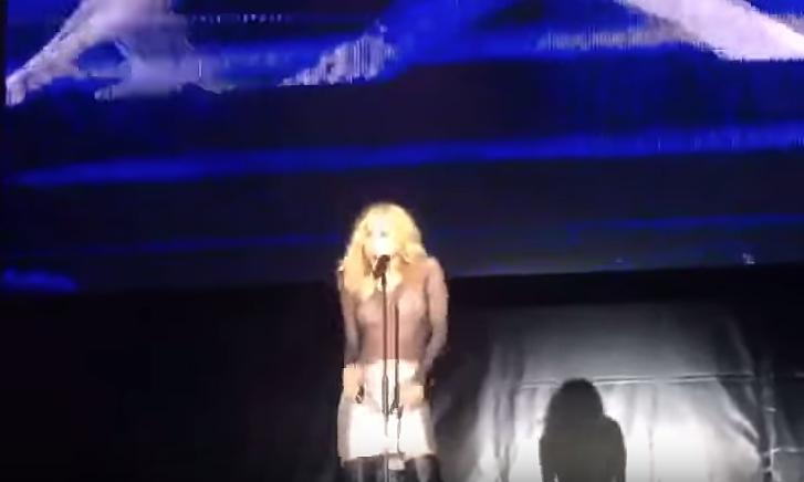 La Cantante Marta Sánchez Pierde El Vestido En Un Concierto