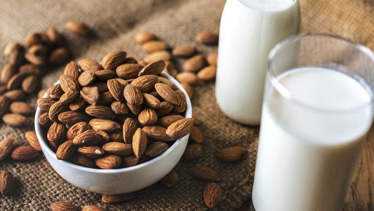 Usos y beneficios de la leche de almendras