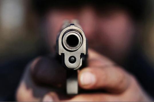 Una mujer muere tras recibir un disparo en la cabeza de parte de su pareja  - Sociedad - Mundiario