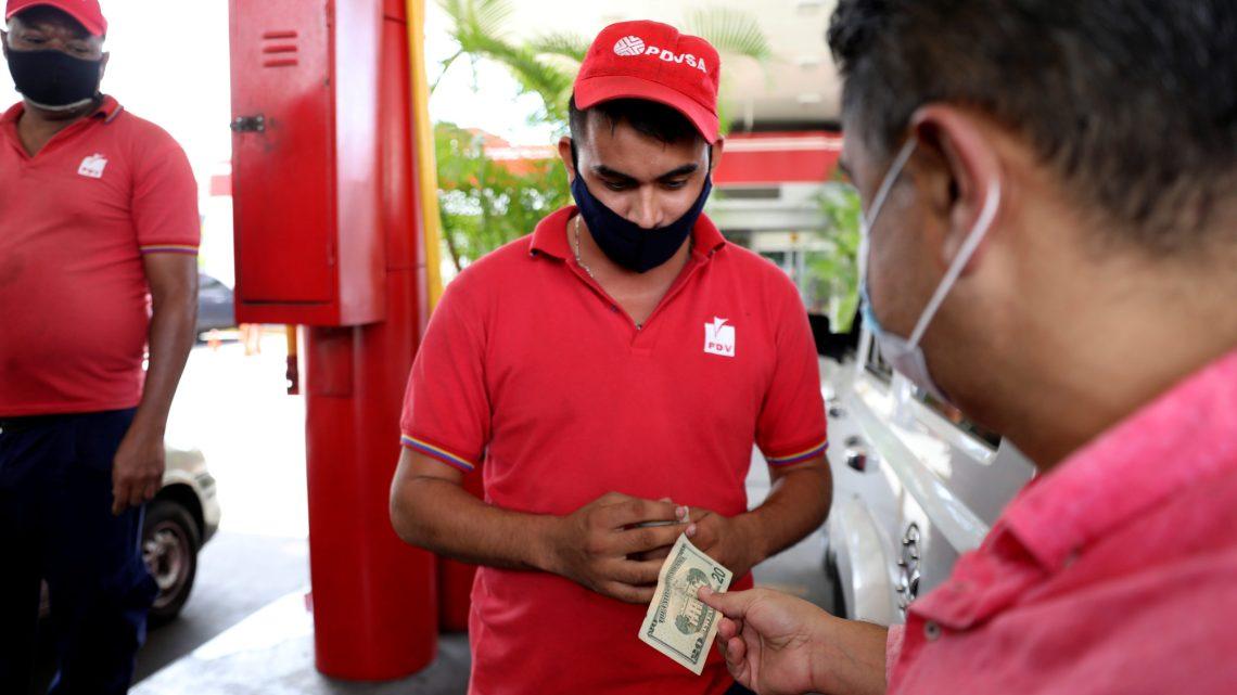Venezuela entra en una nueva era económica con la liberalización del precio  de la gasolina - América - Mundiario