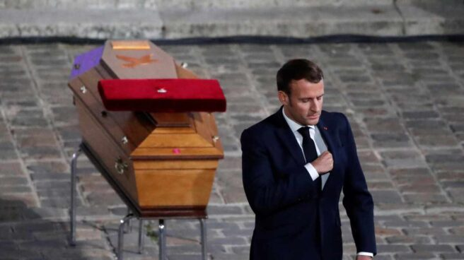Emmanuel Macron en el homenaje al profesor Paty. / RR SS
