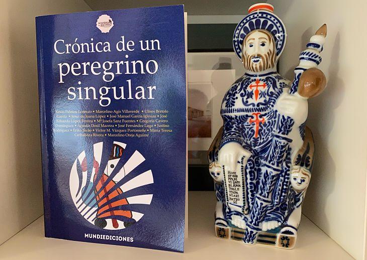 El libro Crónica de un peregrino singular. / Mundiediciones