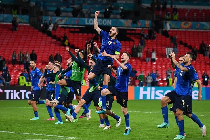 Italia sufrió ante Austria y está en cuartos de final Dinamarca mandó a  casa a Bale y compañía con una goleada